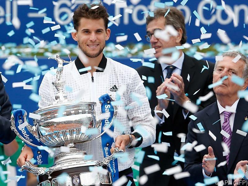 Der Niederösterreich glücklich mit seinem Pokal