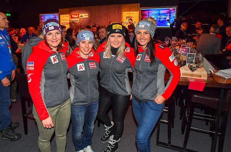 Blick voraus auf die Abfahrt am Sonntag lautet die Devise bei den ÖSV Speed-Damen: v.l. Ramona Siebenhofer, Tamara Tippler, Nicole Schmidhofer und Stephanie Venier