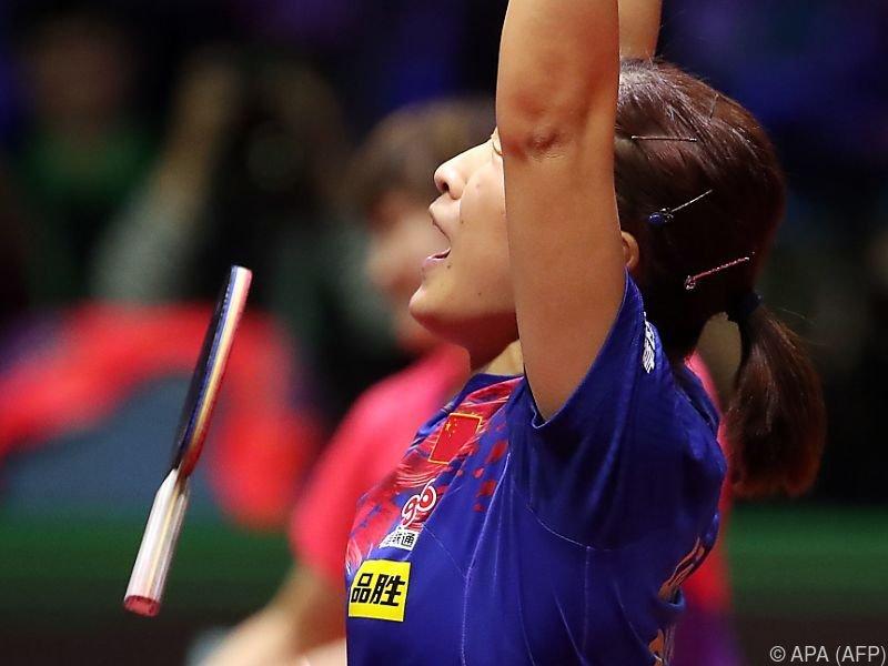 Liu Shiwen lässt vor Freude den Schläger fallen