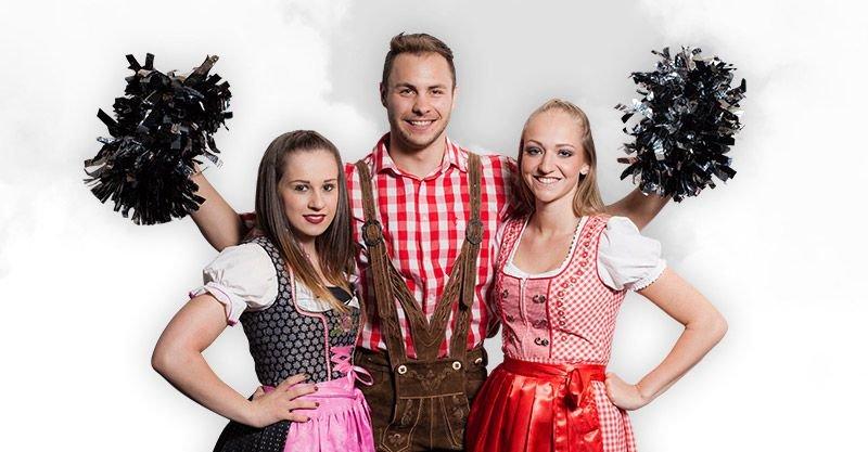 Die Raiderettes Cheerleader werden in Dirndl und Lederhose an der Sideline den Tiroler Tag feiern.