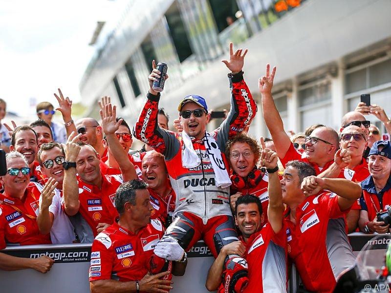 Lorenzo ließ sich kräftig feiern