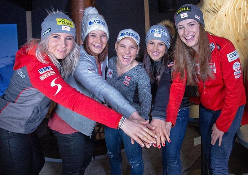 Die ÖSV Speed-Damen gut drauf: Bei der Aufwärmrunde mit der Presse im TirolBerg Are zeigten sich die fünf Starterinnen für den WM-Super-G optimistisch