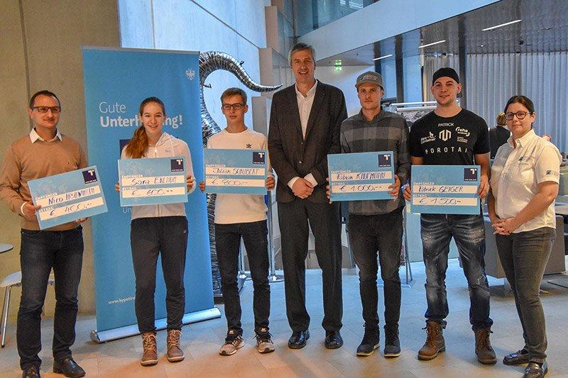 Die Sieger des HYPO Tirol U25 Votings mit Hannes Haid und Pia Schorer