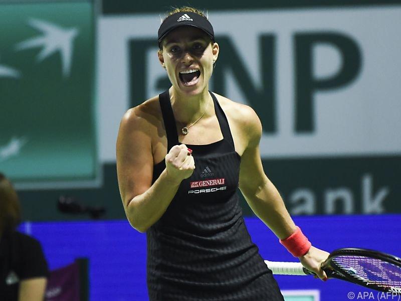 Kerber nach Sieg mit Halbfinalchance bei WTA Finals