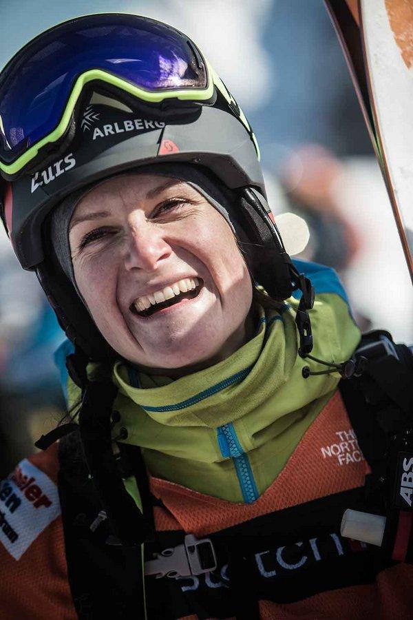 Weltmeisterin in Freeski Lorraine Huber bleibt ihrem Sport weiterhin treu