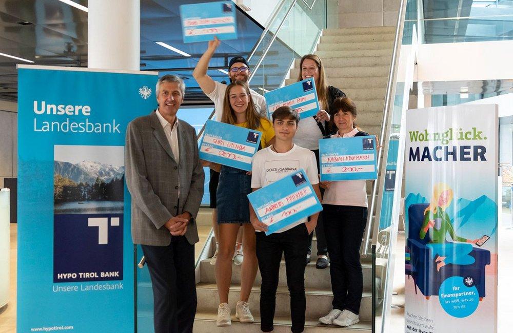 Die Sieger des MySportMyStory Voting mit Vorstand Hannes Haid